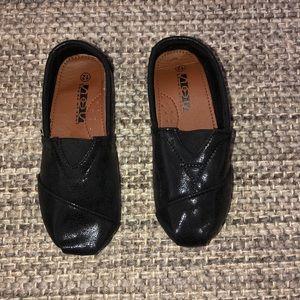 NWT faux Leather Shoe. Shiny black